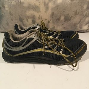 WELL LOVED MERRELL SNEAKERS SIZE 11